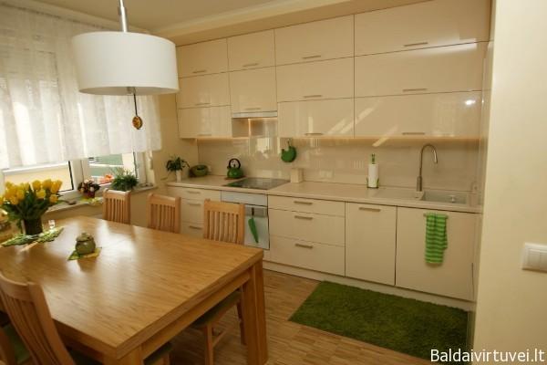 """Modernūs virtuvės baldai. Durelės pagamintos iš blizgančios Thermopal plokštės 'Malaga"""""""