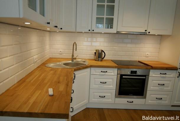 Klasikinė, baltos spalvos virtuvė